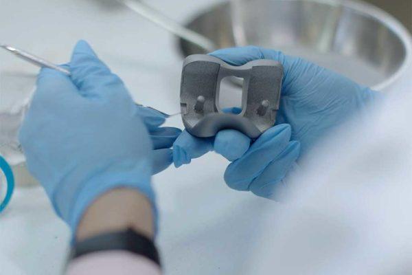 Revisión del recubrimiento para prótesis tras el ciclo de horno